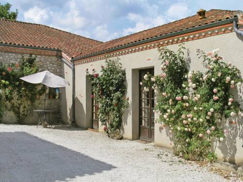 One-Bedroom Holiday Home in Valeilles : Guest accommodation near Anthé