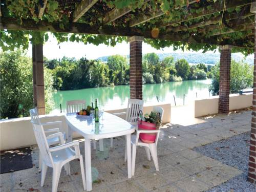 Three-Bedroom Holiday Home in Jaulgonne : Guest accommodation near Barzy-sur-Marne