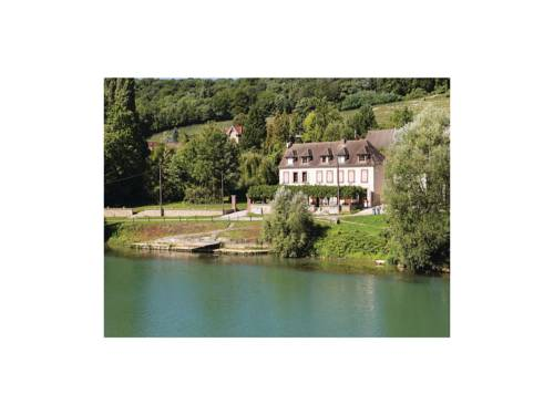 Three-Bedroom Holiday Home in Jaulgonne : Guest accommodation near Saint-Agnan