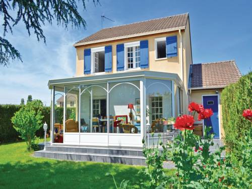 Three-Bedroom Holiday Home in Guichainville : Guest accommodation near Le Vieil-Évreux