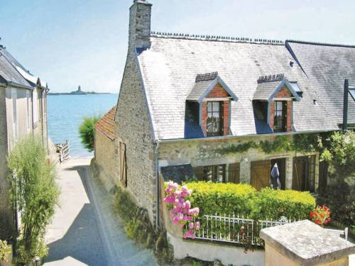Holiday home Le Rivage II : Guest accommodation near Saint-Vaast-la-Hougue