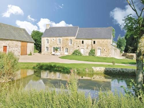 Holiday home La Davillerie : Guest accommodation near Aumeville-Lestre