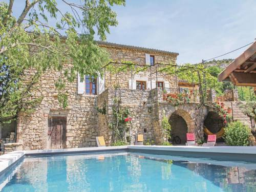 Three-Bedroom Holiday home Rochecolmbe with a Fireplace 05 : Guest accommodation near Saint-Maurice-d'Ardèche