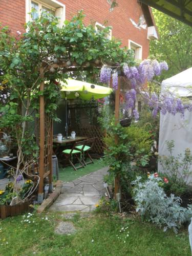 Cecilia's Guest House : Guest accommodation near Bois-Colombes