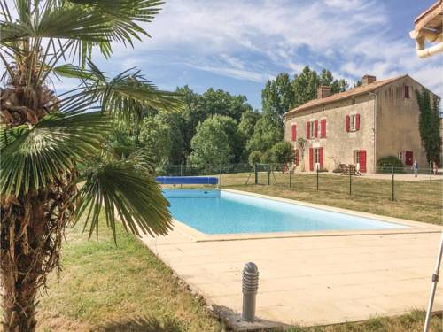 Three-Bedroom Holiday Home in St. Maixent de Beugne : Guest accommodation near La Chapelle-Thireuil