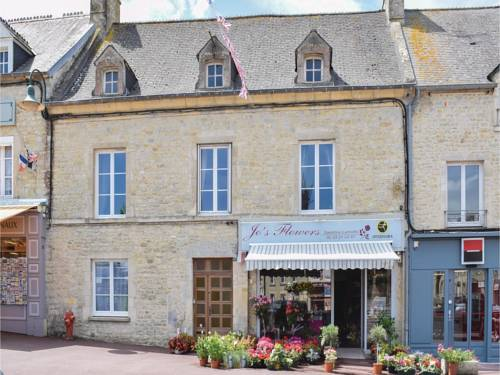 Three-Bedroom Holiday Home in Sainte-Mere-Eglise : Guest accommodation near Amfreville