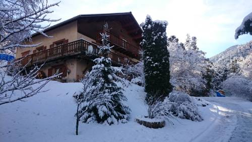 chambre les ormes : Bed and Breakfast near Faucon-de-Barcelonnette