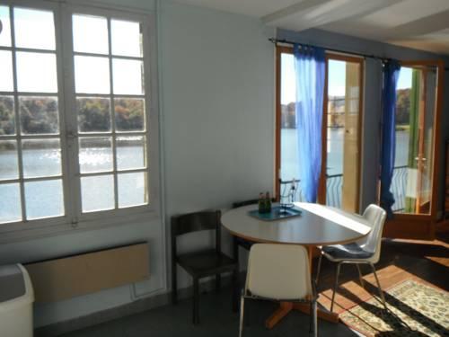 Maison de L`Etang : Apartment near Saint-Caprais