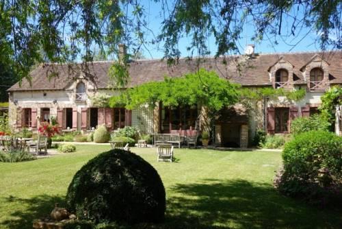 Superbe Villa Bourgogne : Guest accommodation near Villebéon