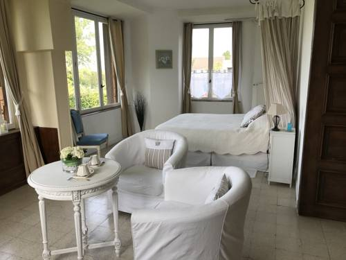 Chambre d'hotes Romance : Bed and Breakfast near La Haute-Maison