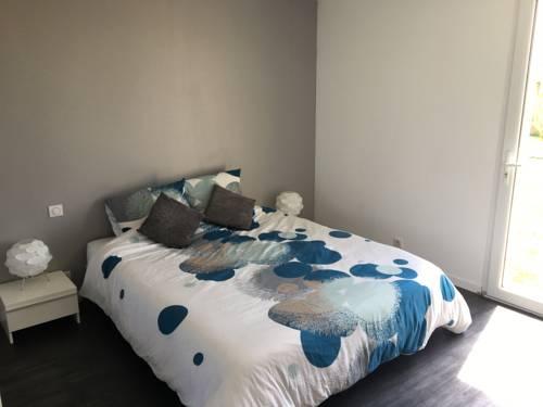 Chambre d'Hôtes Suite parentale : Bed and Breakfast near Brélès