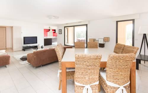 Appartement T4 150m² Place François Villun avec parking : Apartment near Aix-en-Provence