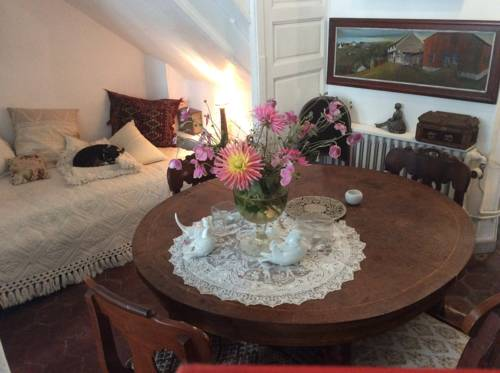 La chambre de la tour : Bed and Breakfast near Artonges