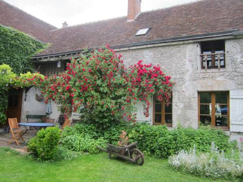 gîte de la roulotte : Guest accommodation near Saint-Sigismond