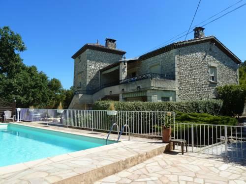 Gîtes Le Vieux Chêne : Guest accommodation near Salavas
