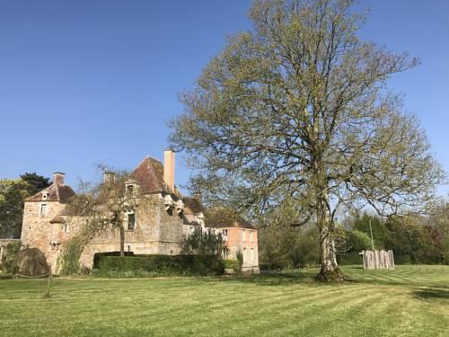 Chateau du Blanc Buisson : Bed and Breakfast near La Ferté-Frênel