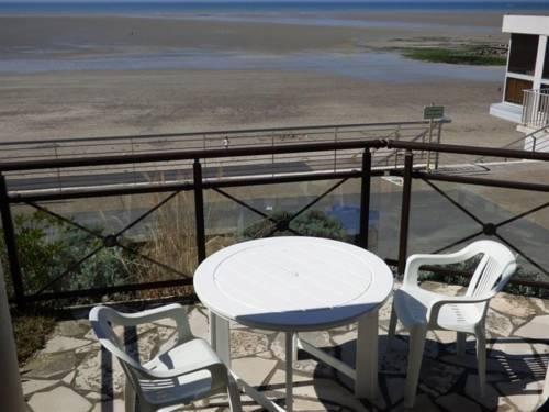 Apartment A saint pair sur mer, dans residence en front de mer, appartement : Apartment near Saint-Pair-sur-Mer