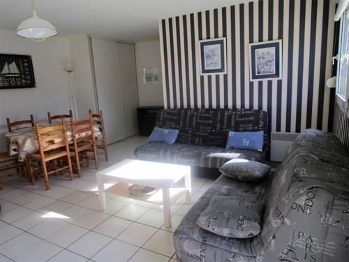 Apartment Appartement type 2 en plein centre ville : Hotel near Vendée