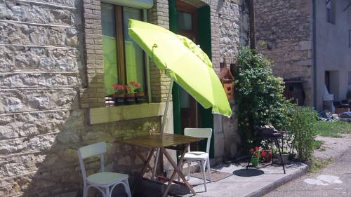 Maison de village. : Guest accommodation near Pugieu