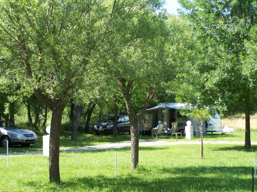 Camping Le Moulin de Thoard : Guest accommodation near La Robine-sur-Galabre