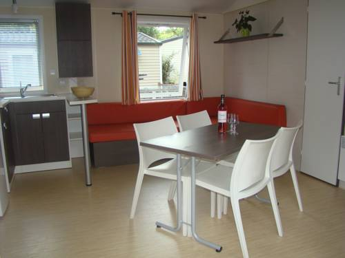 Mobilehome au Domaine de Chaussy : Guest accommodation near Ruoms