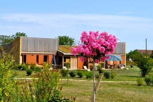 Domaine des Bories : Guest accommodation near Agonac