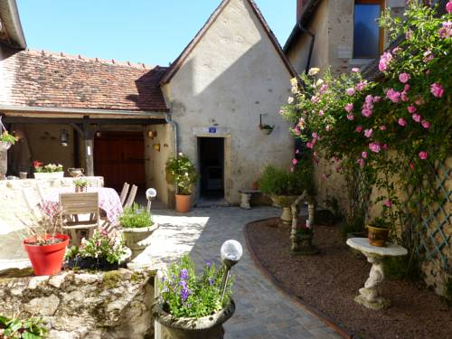 la maison aux hortensias : Bed and Breakfast near Treban