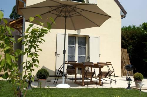 Gite Proche Disneyland Villages nature Paris : Guest accommodation near Villeneuve-Saint-Denis