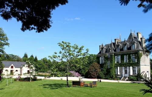Manoir de Kerangosquer : Bed and Breakfast near Plouray