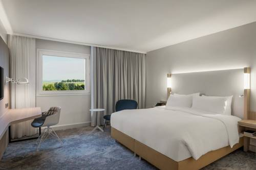Courtyard by Marriott Paris Charles de Gaulle Airport : Hotel near Longperrier