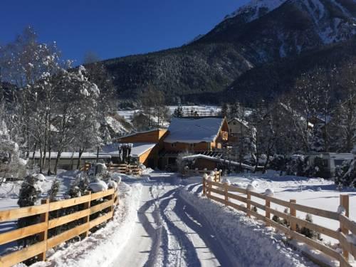 Camping le Montana : Guest accommodation near Val-des-Prés