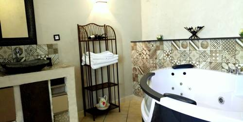 Les Roses de Montherlant : Bed and Breakfast near Berville