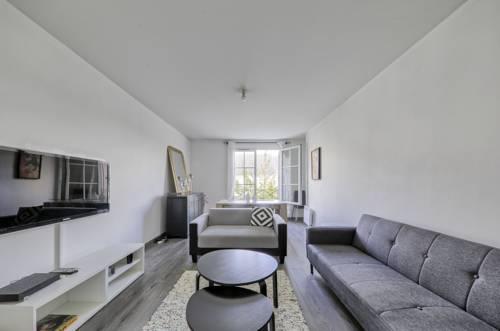 Magny Square (Sleepngo) : Apartment near Meaux