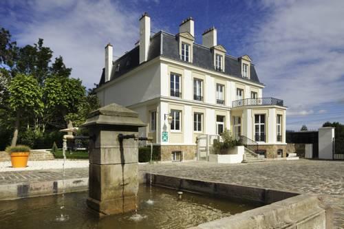 Novotel Saclay : Hotel near Saint-Aubin