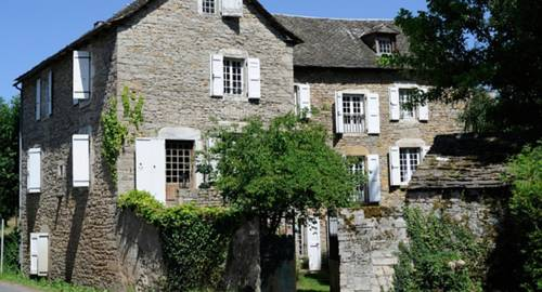 Maison d'hôtes La Singulière : Bed and Breakfast near Saint-Laurent-de-Lévézou