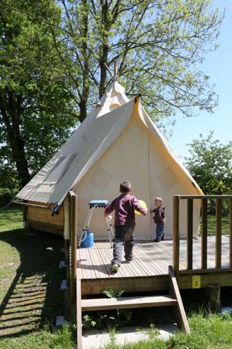 Camping le Nid du Parc : Guest accommodation near Saint-Germain-sur-Renon