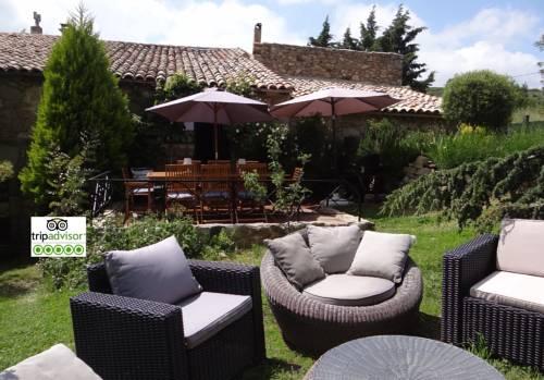Gite A l'ombre des Cedres : Guest accommodation near Plats