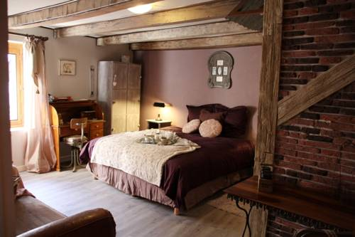 Le Doux Nid : Bed and Breakfast near Cressin-Rochefort