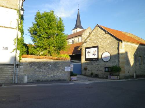 La Grange en Champagne : Bed and Breakfast near Prouvais
