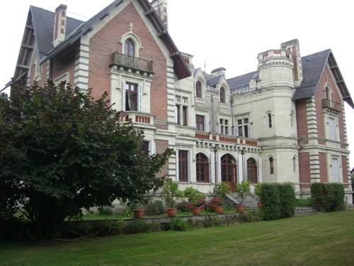 Château de Belle Poule : Bed and Breakfast near Les Ponts-de-Cé