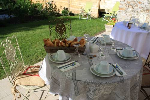 La Grange de La Guesle : Bed and Breakfast near Condé-sur-Vesgre