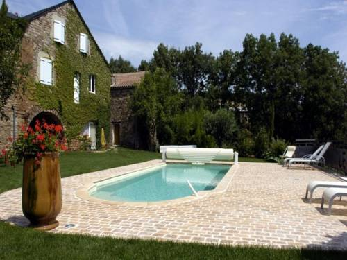 Auberge Le Pailler : Bed and Breakfast near Saint-Laurent-de-Lévézou