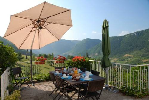 Les Falaises : Bed and Breakfast near Saint-Laurent-de-Lévézou