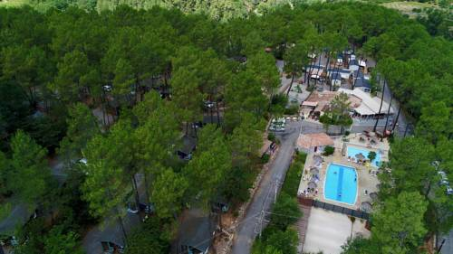 Village de Chalets Camping Bois Simonet : Guest accommodation near Ribes