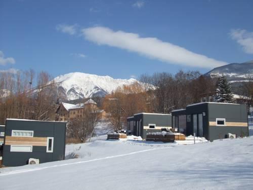 Camping-Hotel de Plein Air Les 2 Bois : Guest accommodation near Crots