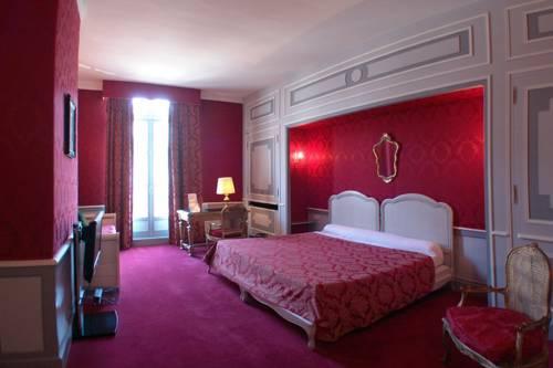 Hôtel Le Régent : Hotel near Dammard