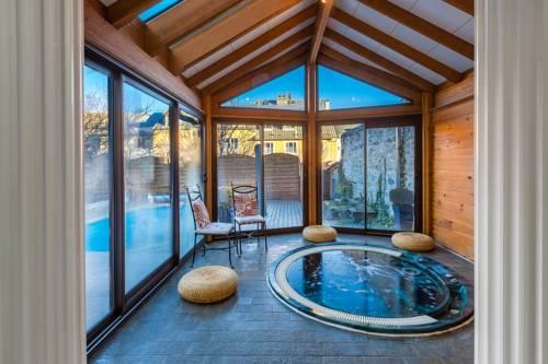 Holiday Home & Spa - Le Rendez Vous de Vauban : Guest accommodation near Réotier