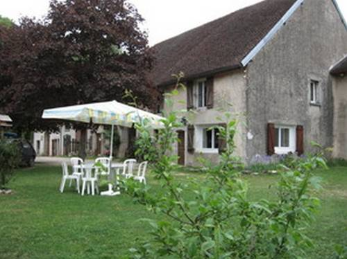 Chez Robert et Catherine : Bed and Breakfast near Saint-Laurent-la-Roche