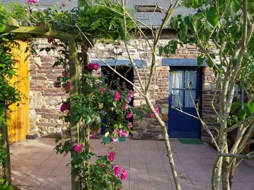 Chambres d'hôtes La Maison du Graal : Bed and Breakfast near Beignon