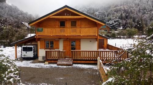 Chalet Route du Grand Pre : Guest accommodation near Saint-Christophe-en-Oisans